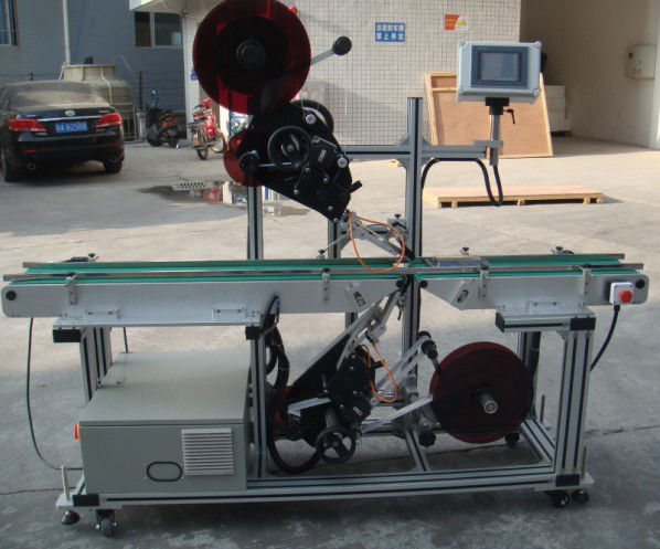 Máquina de rotulagem superior de alta eficiência com transportador de correia dividida